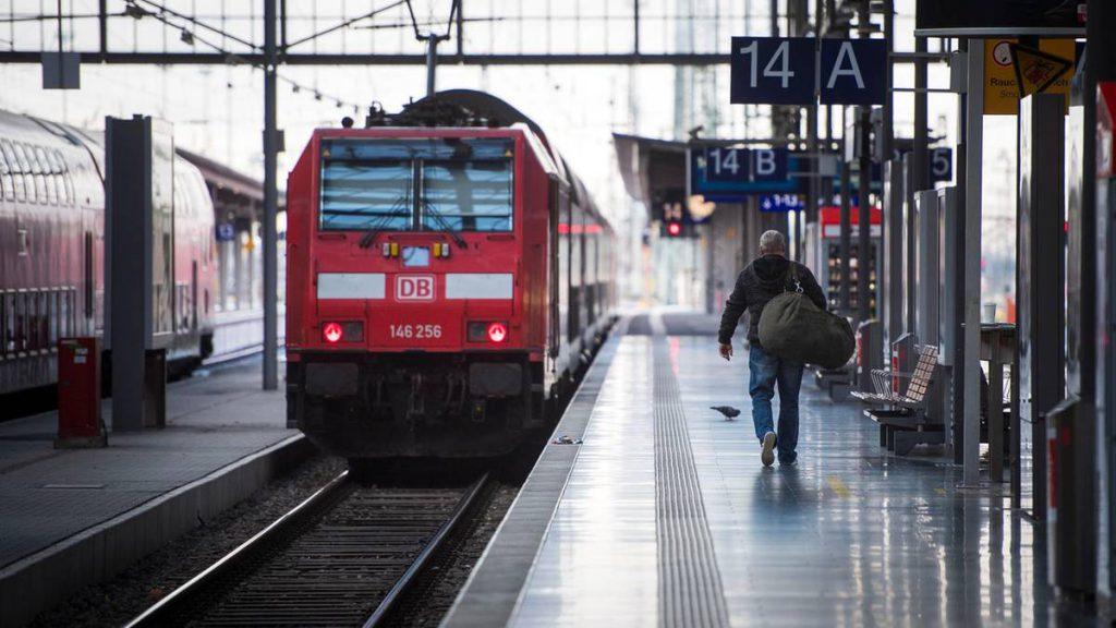 """Volle Züge zu Stoßzeiten: Deutsche Bahn: """"Die Überfüllung ist zum Teil Mangelverwaltung"""""""