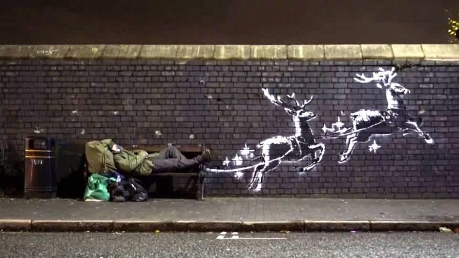 """""""God bless Birmingham"""": Banksys doppeldeutiger Weihnachtsgruß: Rentiere ziehen einen Obdachlosen hinter sich her"""