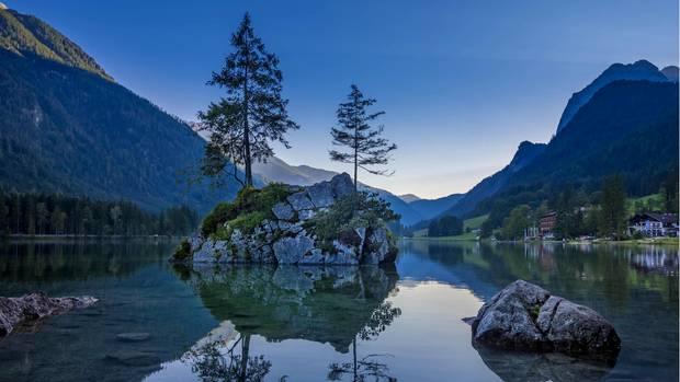 Trügerische Idylle: der Hintersee bei Ramsau imNationalpark Berchtesgaden